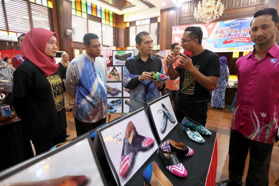 generasi muda penggerak inovasi industri batik malaysia