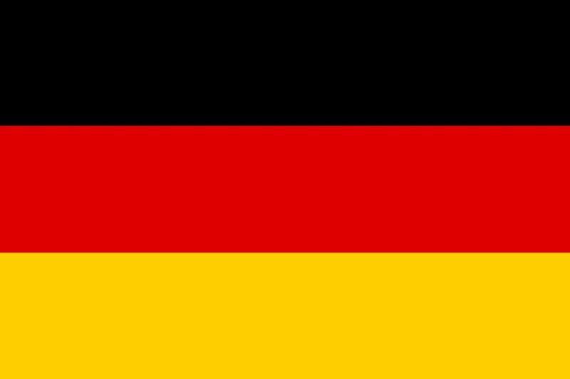 sebagai bendera awam bendera hitam putih merah dikekalkan dengan syarat bendera kecil hitam merah emas yang baru kelihatan di sudut kiri atas