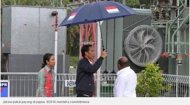 teka teki di balik foto jokowi memayungi gubernur papua oleh daniel h t halaman all kompasiana com