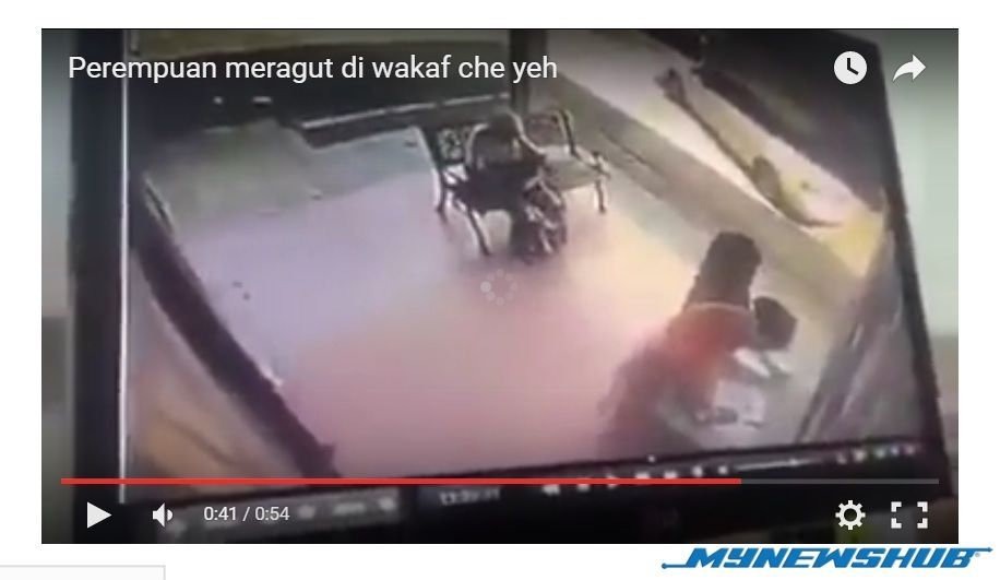 video awek bertudung jadi peragut di wakaf che yeh