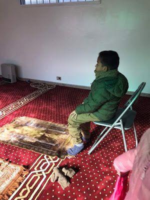 masjid ni sangat membantu tourist mummy sempat panaskan nasi dan lauk kat sini sebab ada microwave kagum sangat sempat qila makan nasi
