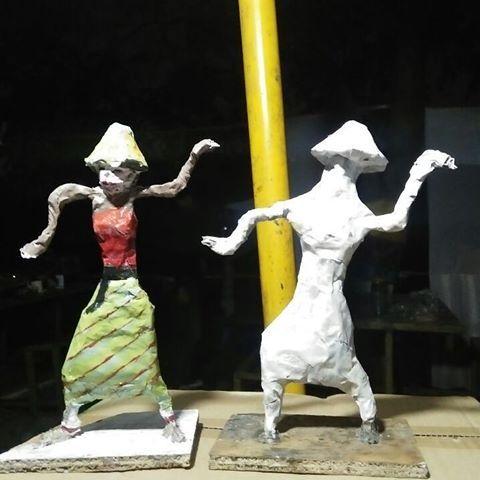 patung yg terbuat dari bubur kertas kouple komunitasupcycle upcycle recycle