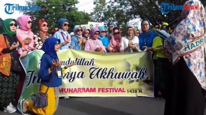 komunitas hijaber solo pawai sambut tahun baru 1 muharram 1438 hijriyah tribunnews com