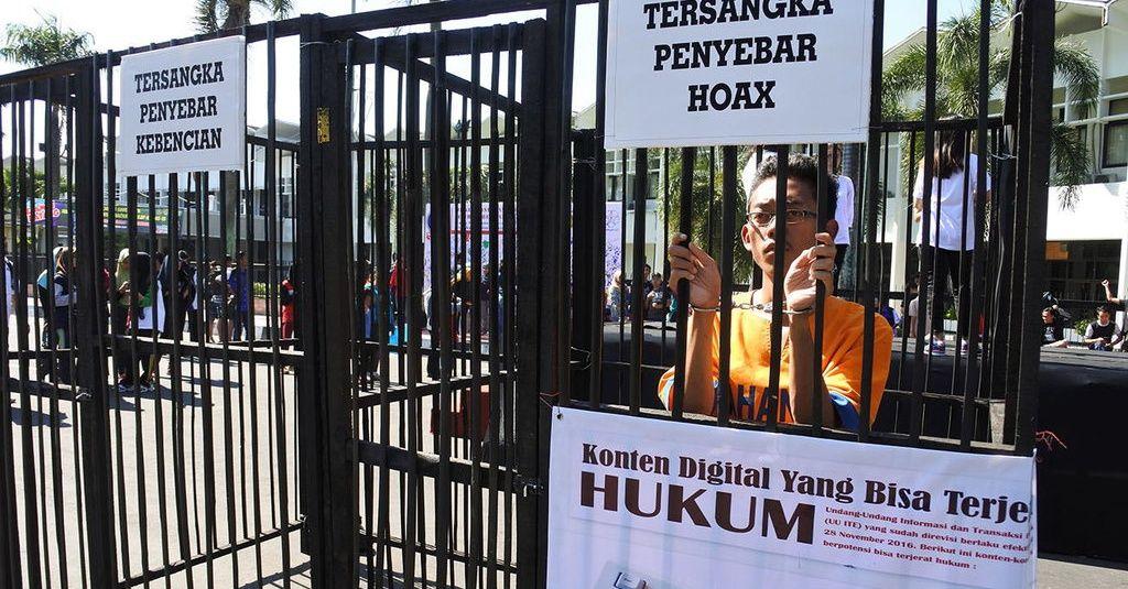 Poster Anti Hoax Bermanfaat Ratih Puspa Tak Hanya Laporkan Ade Armando Terkait Rizieq Shihab