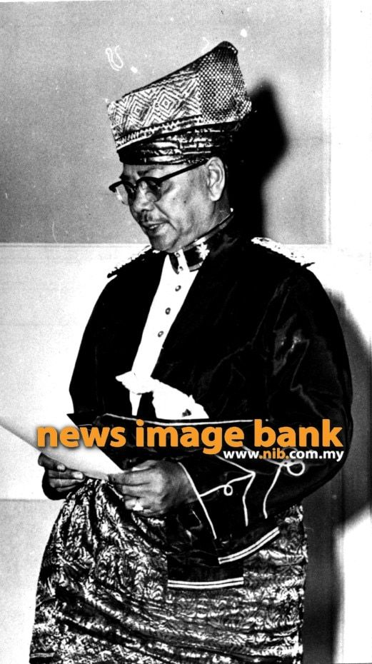 31 august 1957 tunku abdul rahman being sworn in as the prime minister of the federation of malaya
