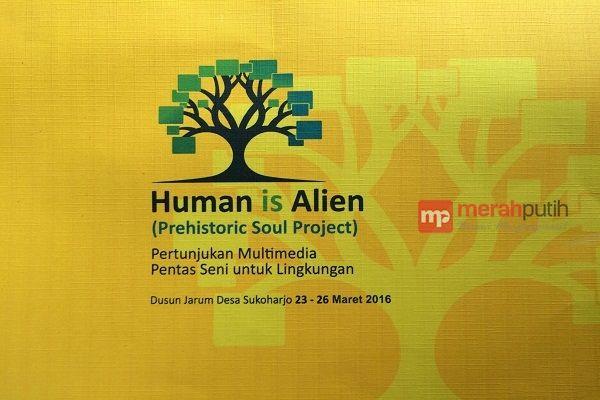 Poster Tentang Lingkungan Hidup Berguna Komunitas Budaya Pacitan Bakal Pentas Human is Alien Merahputih
